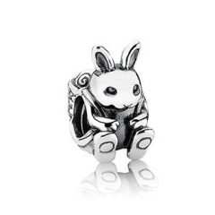 фотография шарм пандора кролик с рюкзаком 13ZAP0210-3